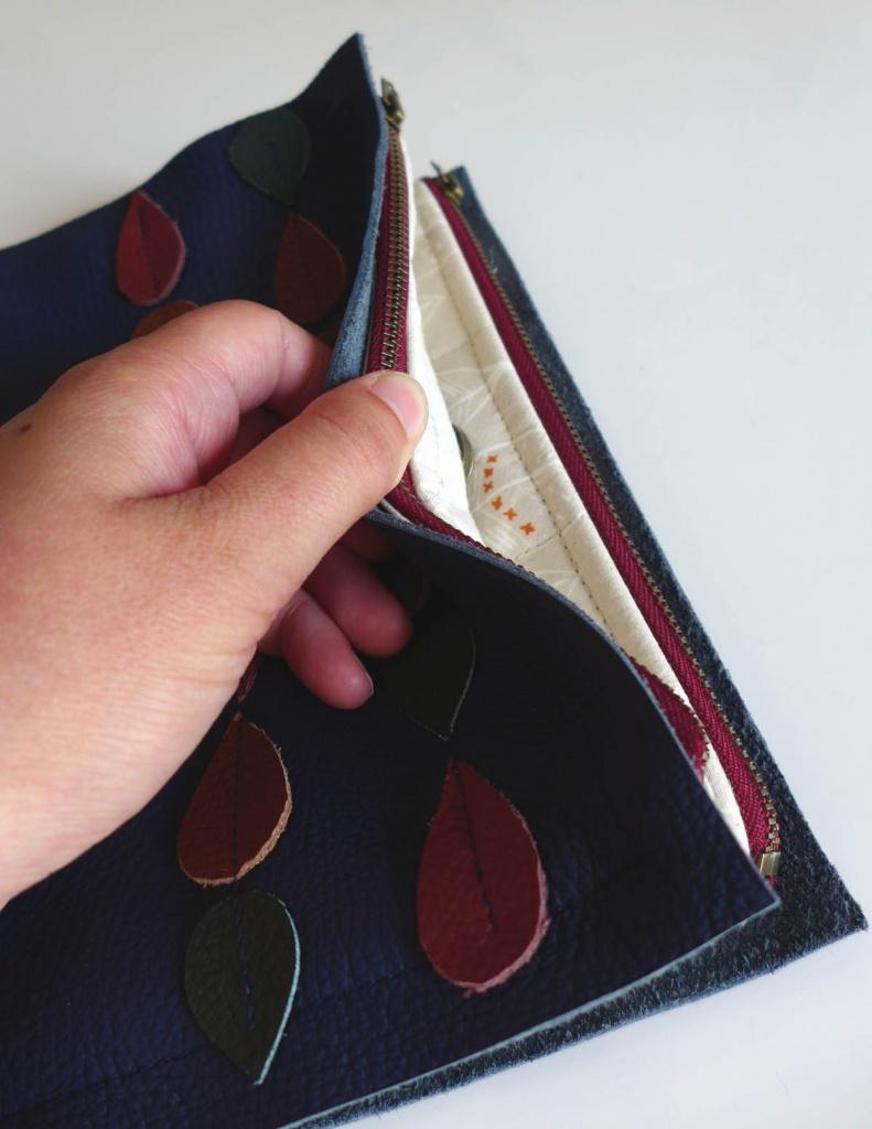 kleine Wickeltasche für unterwegs Reißverschluss offen