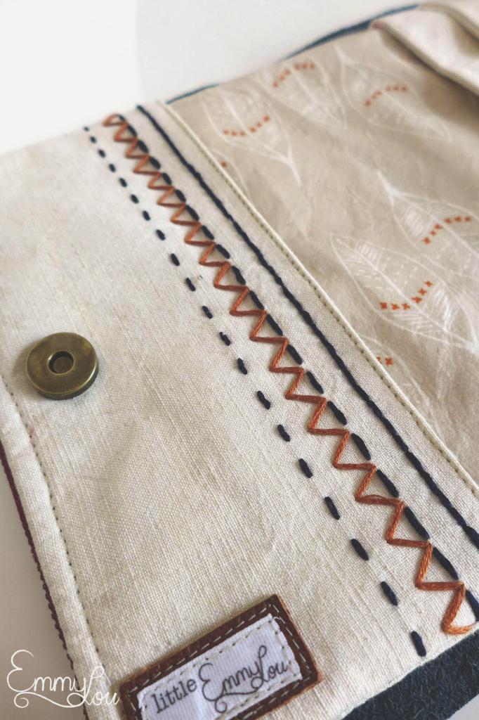 kleine Wickeltasche für unterwegs details stickerei